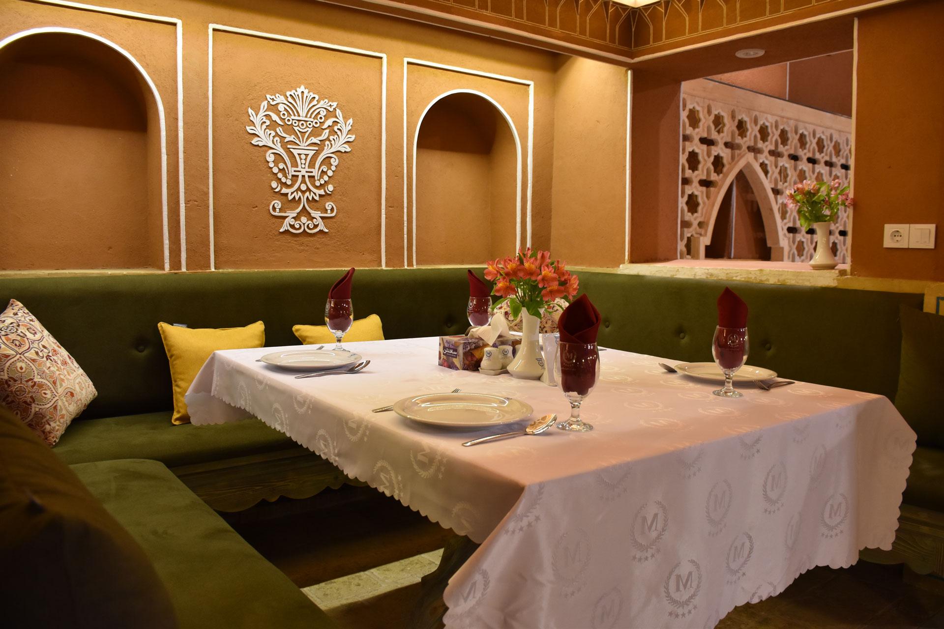 رستوران معین درباری شاندیز